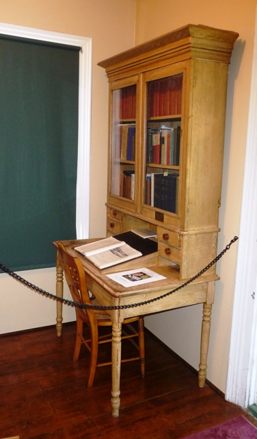 https://noveldestinations.files.wordpress.com/2010/10/robert-louis-stevenson-cottage-desk.jpg