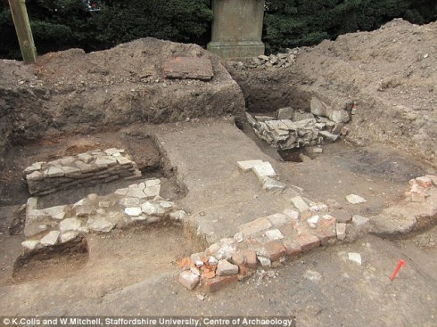 2ED5726F00000578-3335368-Archaeologists_have_uncovered_the_Bard_s_kitchen_at_New_Place_in-a-28_1448562670375